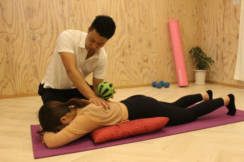 初回パーソナルトレーニング体験の流れ③セッション体験 ボール施術
